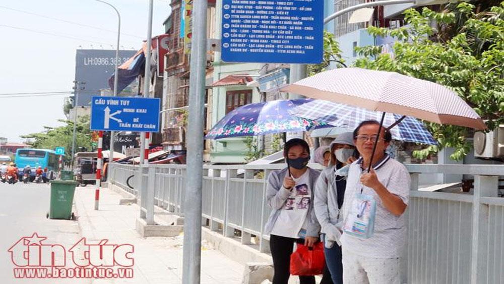 Người Hà Nội dưới nắng nóng gần 40 độ C